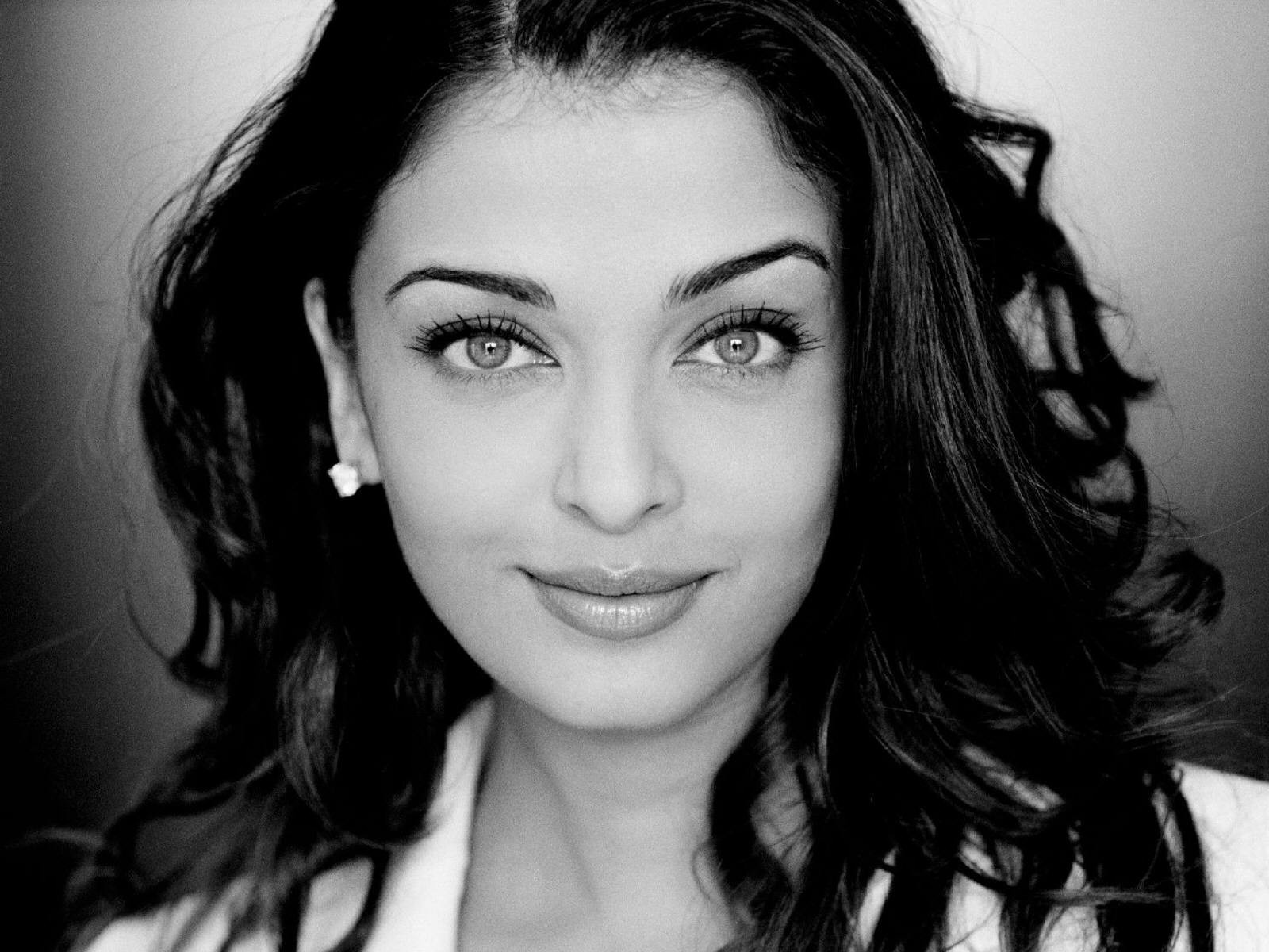 Aishwarya Rai Black And White