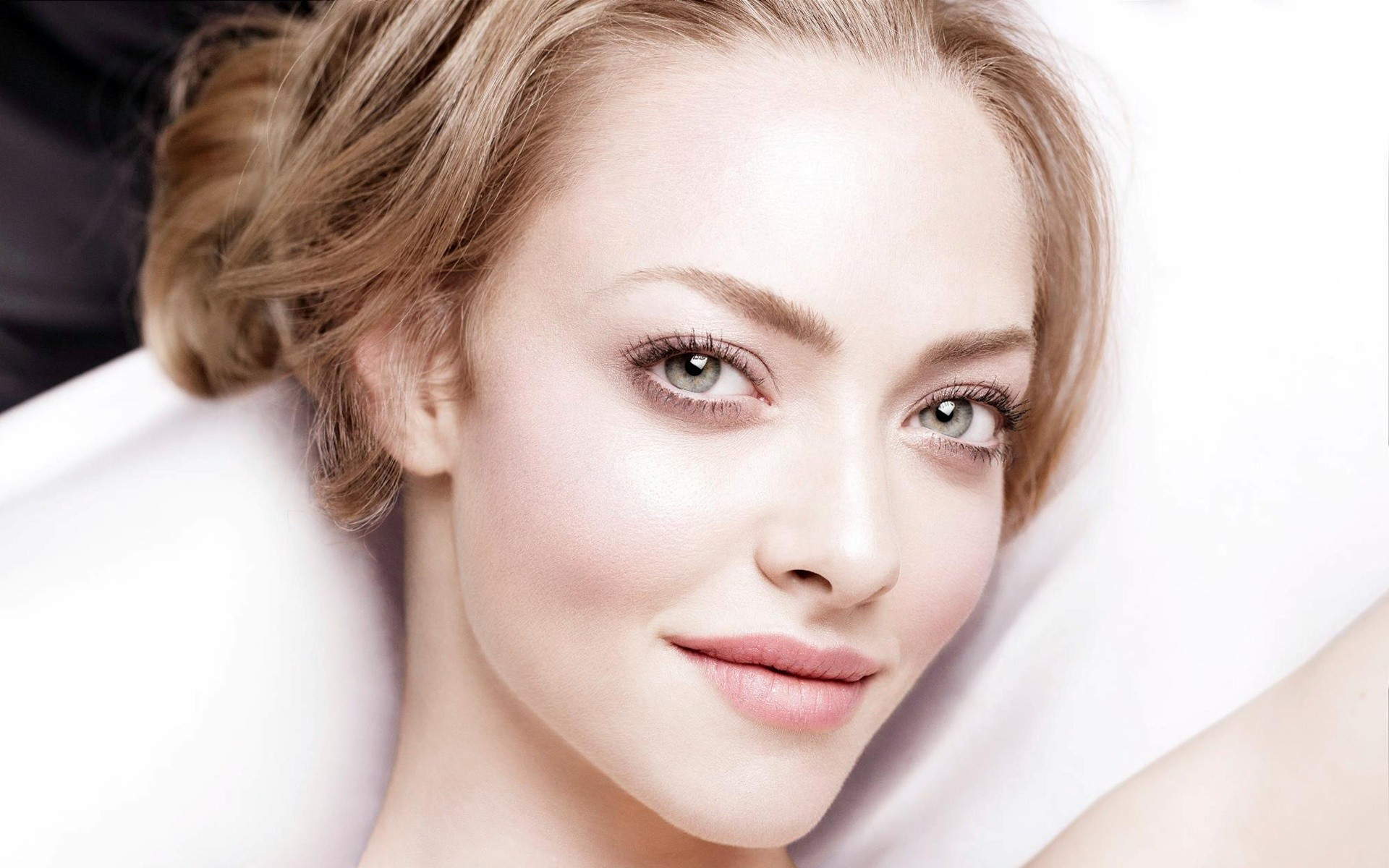 Amanda Seyfried Closeup Wide