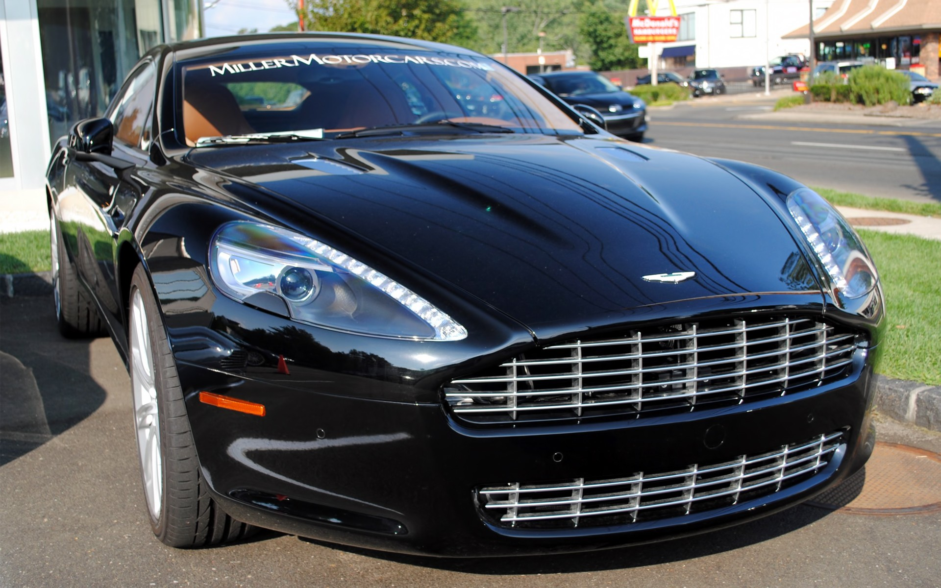 Amazing Sports Aston Martin Wide