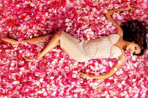 Jessica Alba Lying On Petals Of Roses