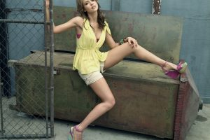 Jessica Alba Shooting Outdoor