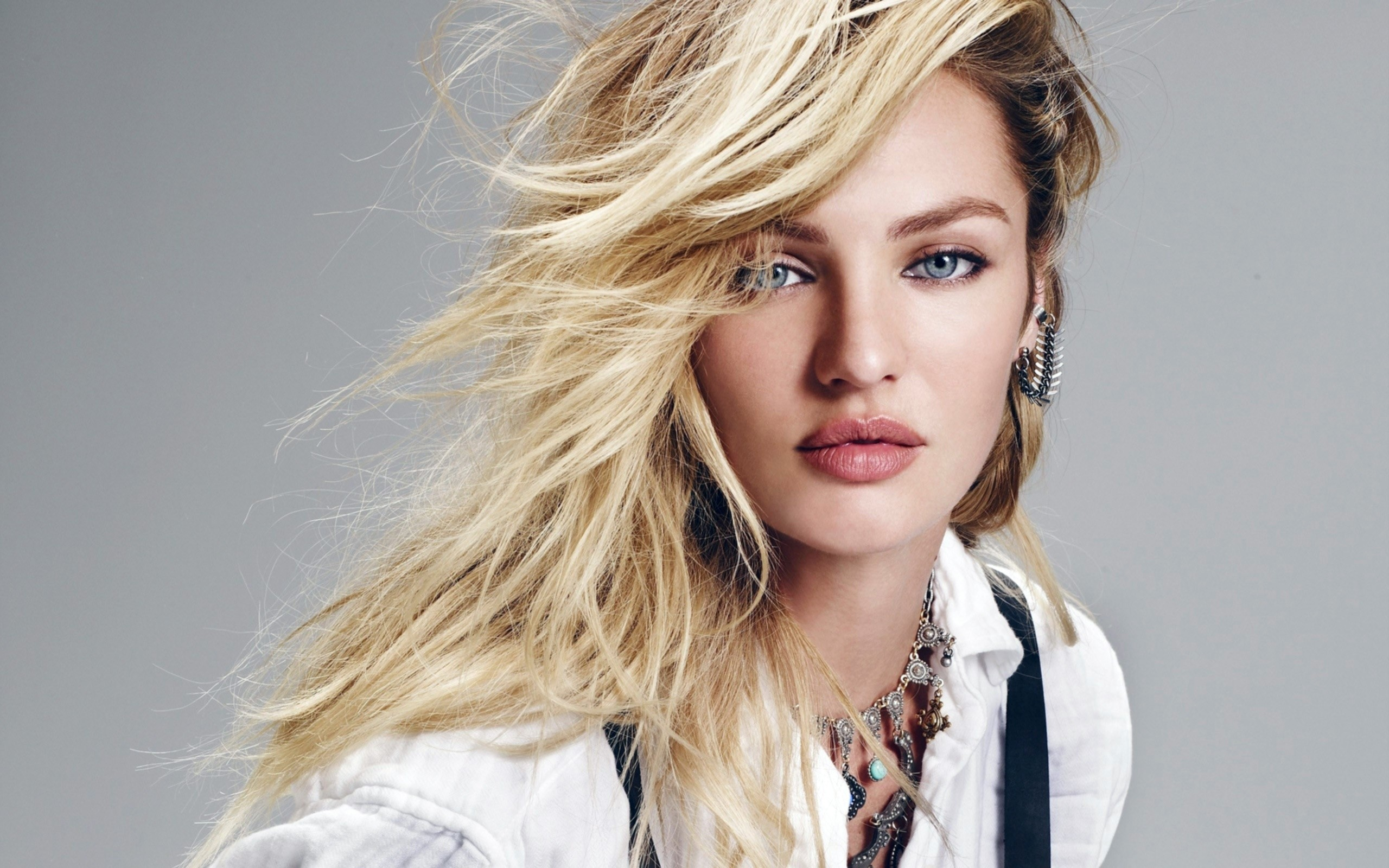 Model Candice Swanepoel Wide