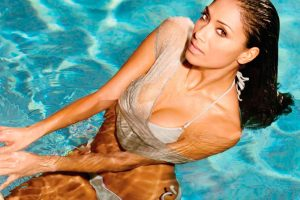 Nicole Scherzinger In Pool