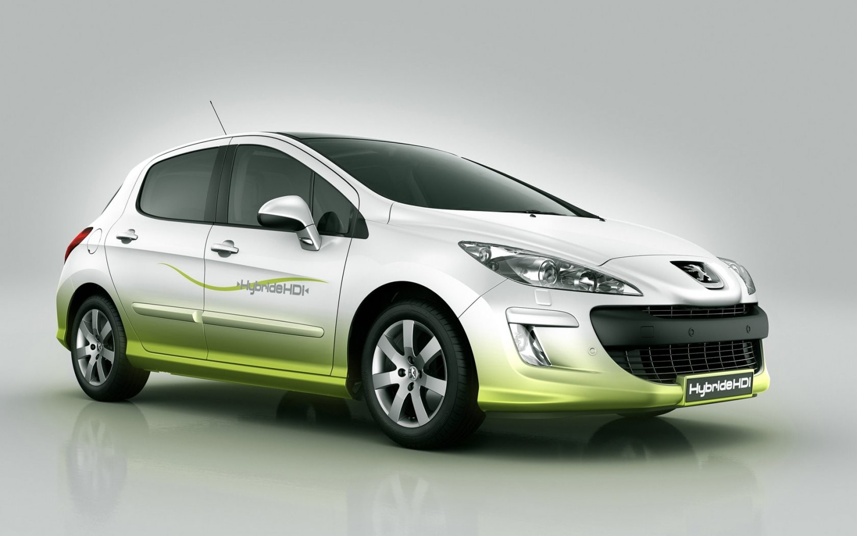 Peugeot 308 Hdi 110 Front Angle Wide