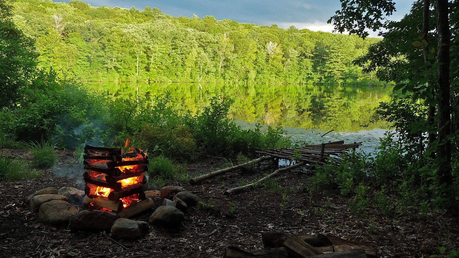 campfire in the mountain HD